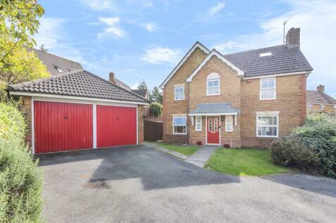 Redwing Road, Gabriel Park, Kempshott, Basingstoke, RG22. 6 bedroom detached house