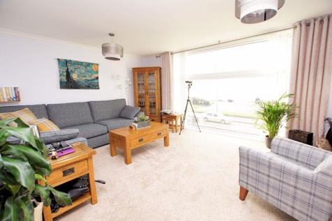 Solent Heights, Marine Parade East, Lee on the Solent, PO13. 3 bedroom apartment