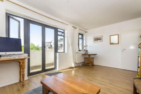 Kingsbridge Avenue, Acton. 2 bedroom flat