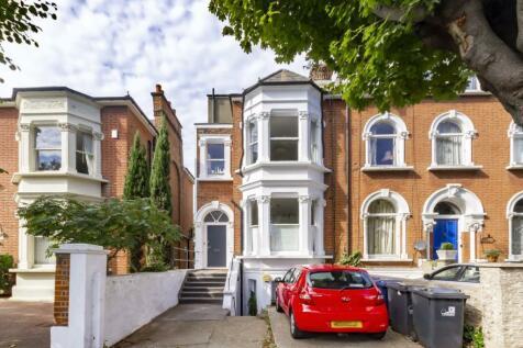 Avenue Crescent, Acton. 1 bedroom flat