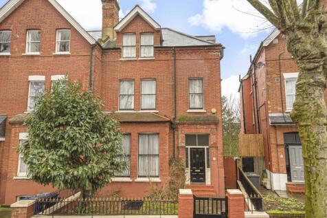 Heathfield Road, Acton. 6 bedroom house