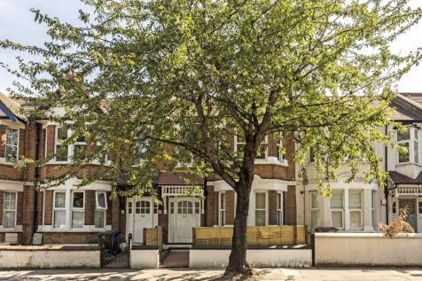 Horn Lane, Acton. 3 bedroom flat