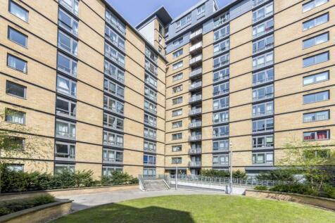 Victoria Road, Acton. 2 bedroom flat