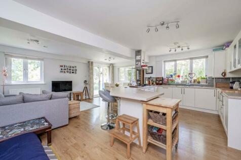 Billington Mews, Acton. 3 bedroom flat