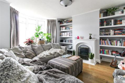 Broadway, Gillingham, Kent, ME8. 5 bedroom terraced house