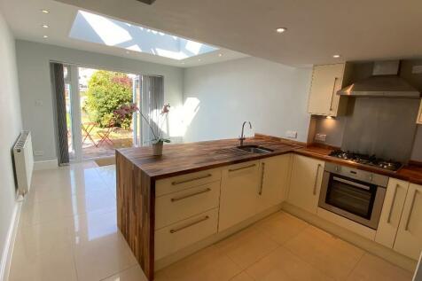 Bull Street, Stratford-Upon-Avon, Warwickshire, CV37. 2 bedroom terraced house