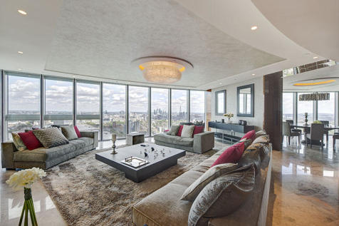 St George Wharf, London, SW8. 3 bedroom flat for sale