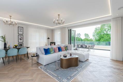 The Drive, Ickenham, Uxbridge, UB10. 3 bedroom apartment