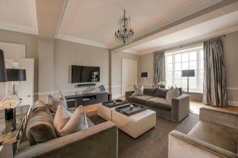 Hampton Court Road, East Molesey, KT8. 8 bedroom house