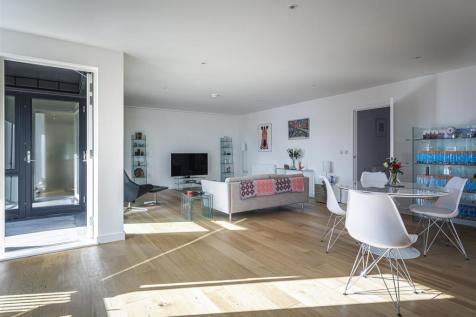 Rope Court, Canoe Walk, E14. 3 bedroom apartment for sale