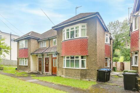 Godstone Road, Whyteleafe, Surrey, CR3 0BA. 2 bedroom maisonette