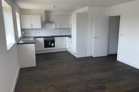 Carisbrooke Centre, Carisbrooke Road, Gosport, PO13. 2 bedroom flat