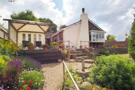 Castle Road, Salisbury. 5 bedroom detached bungalow for sale