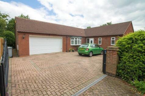 Redcroft Close, Edwinstowe, Nottinghamshire, NG21 9PX. 3 bedroom detached house for sale