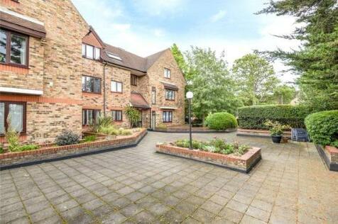 Bell View Manor, 10 The Oaks, Ruislip, Middlesex, HA4. 1 bedroom flat