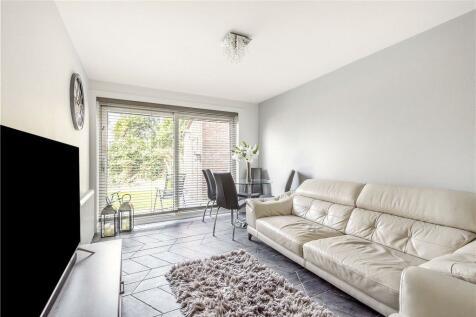 Lakeside Close, Ruislip, Middlesex, HA4. 1 bedroom flat