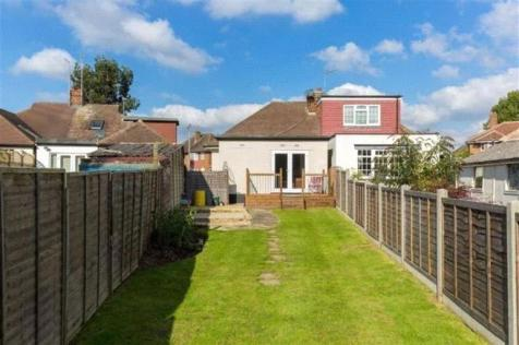 Castleton Road, Ruislip, Middlesex, HA4. 3 bedroom bungalow