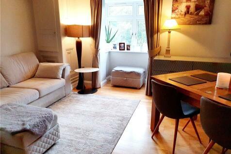 Gate Lodge, Parnell Way, Harrow, Middlesex, HA3. 2 bedroom flat