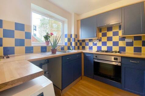 Cranston Close, Ickenham, Uxbridge, Middlesex, UB10. 2 bedroom flat
