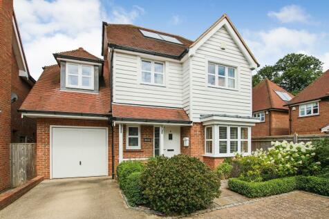Millfield Close, East Grinstead, West Sussex, RH19. 4 bedroom detached house