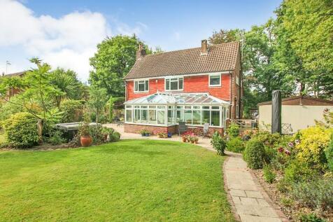 Copthorne Road, East Grinstead, West Sussex, RH19. 4 bedroom detached house