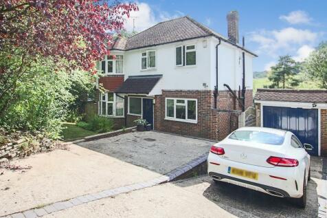 Hurst Farm Road, East Grinstead, West Sussex, RH19. 4 bedroom detached house