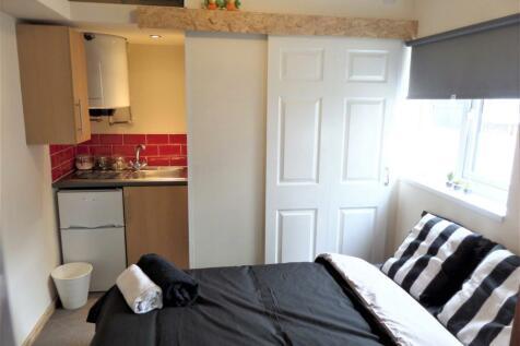 19 Drummond Street, Whitmore Reans, Wolverhampton, West Midlands, WV1. Studio flat