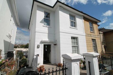 Sydenham Road, Sydenham, BS6. 4 bedroom maisonette