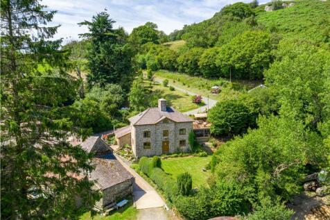 Van, Llanidloes, Powys. 3 bedroom detached house