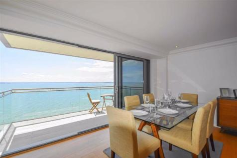 The Shore, Westcliff-On-Sea, Essex. 2 bedroom flat for sale