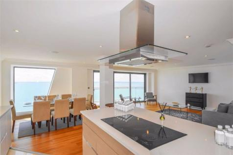 The Shore, Westcliff-On-Sea, Essex. Studio flat for sale