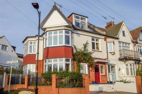 Hillside Crescent, Leigh-on-sea, Essex. 5 bedroom terraced house
