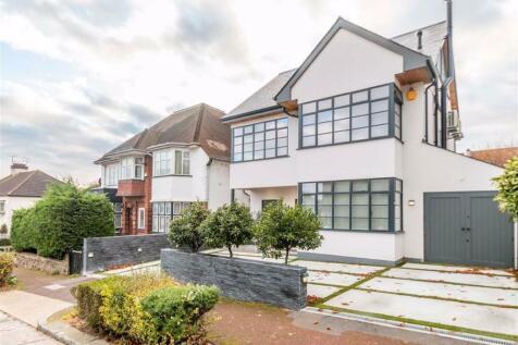 Mount Avenue, Westcliff-on-sea, Essex. 3 bedroom detached house for sale