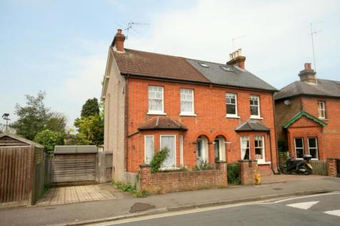 Worple Road, Epsom, KT18. 3 bedroom end of terrace house
