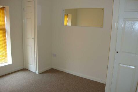 High Street, Treorchy, Rhondda Cynon Taff. 3 bedroom terraced house