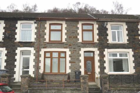 Mountain Ash Road, Abercynon. 3 bedroom terraced house