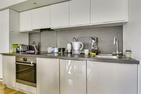 Myrtle Court, Baltic Avenue, Brentford, Middlesex, TW8. 1 bedroom flat