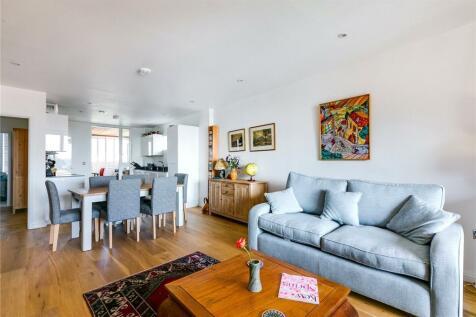 Malthouse Court, High Street, Brentford, Middlesex, TW8. 3 bedroom flat