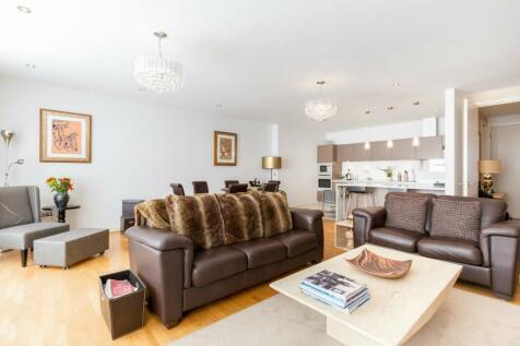 Aura House, 39 Melliss Avenue, Richmond, Surrey, TW9. 3 bedroom flat