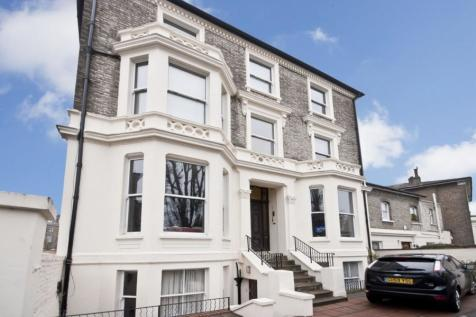 Florence Road, London, W5. 3 bedroom apartment