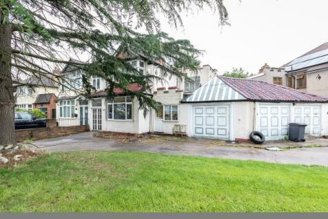 106 Kent House Road, Beckenham, Kent BR3 1JJ. 3 bedroom detached house for sale