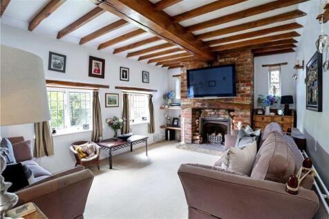 Lower Street, Haslemere, Surrey, GU27. 4 bedroom detached house