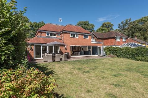 Portsmouth Road, Liphook, Hampshire, GU30. 5 bedroom detached house for sale
