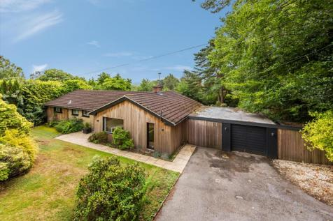 Farnham Lane, Haslemere, Surrey, GU27. 3 bedroom detached house