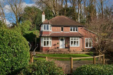 Marley Lane, Haslemere, Surrey, GU27. 4 bedroom detached house
