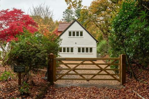 Hewshott Lane, Liphook, GU30. 2 bedroom detached house for sale