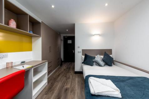 4 Dumfries Street, Luton. Studio apartment