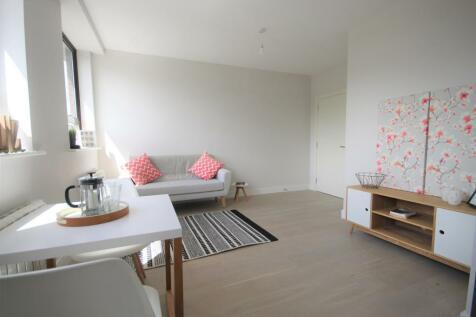 White Lion Close, London Road, East Grinstead, RH19. 1 bedroom flat