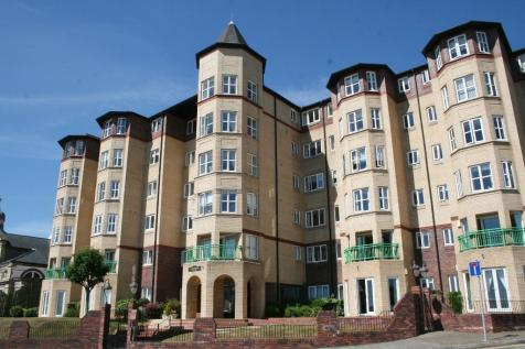 The Esplanade, Penarth, CF64 3LA. 2 bedroom flat