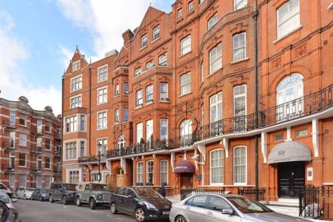 Rarely available freehold investment opportunity consisting of four outstanding apartments. 11 bedroom terraced house